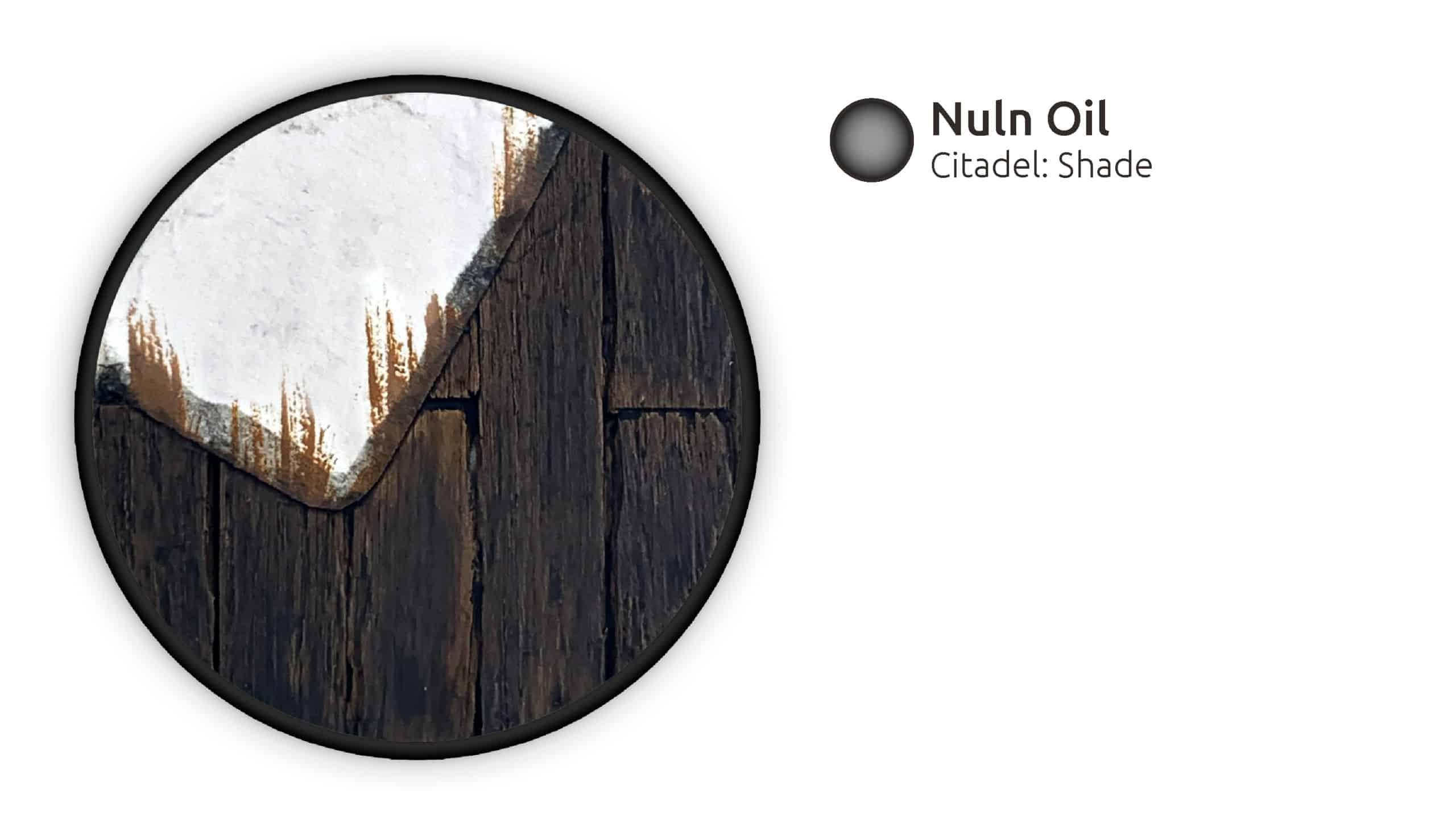 Die gesamte Base wird mit Nuln Oil abgedunkelt.