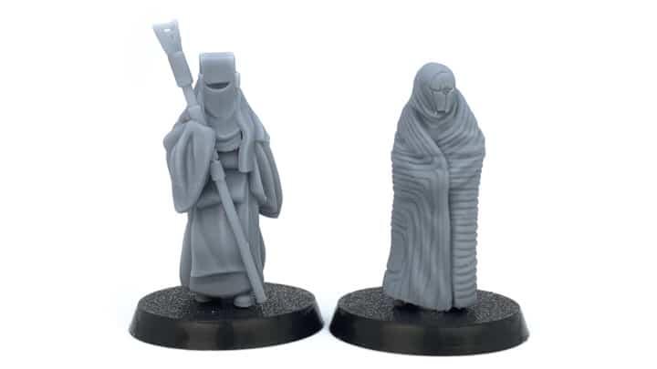 Zwei Resin Miniaturen aus dem 3D-Drucker.