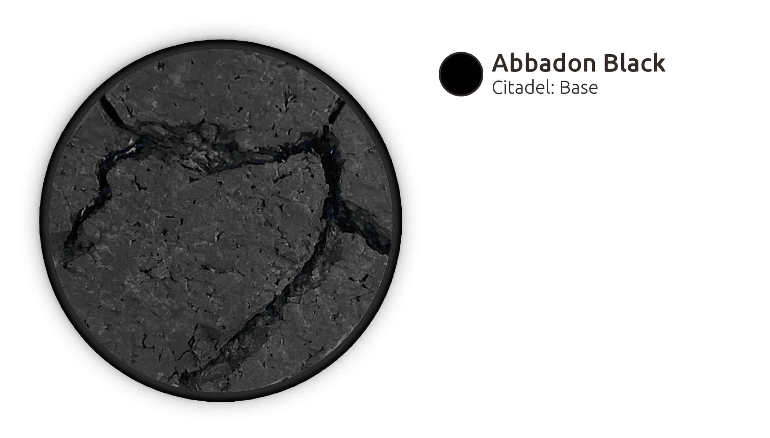Den Asphalt mit Abbadon Black schwarz grundieren.