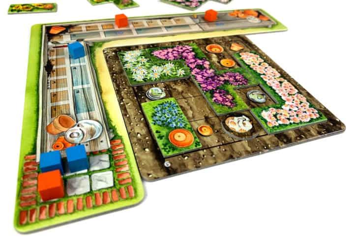Die Wertungsleiste in Cottage Garden ist ein Puzzlespiel für sich. Sechs farbige Steine zeigen den Punkteestand an. Die Wertungsleiste sieht wie ein Pflanztisch aus.