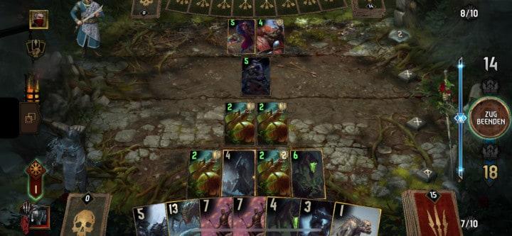 Eine laufende Partie Gwent. Monster treten gegen Scoia'tael an. Rittersporn befindet sich auf dem Spielfeld.